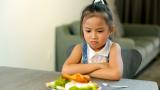 Trẻ chán ăn kèm theo những biểu hiện đặc biệt, cha mẹ cần đưa đi khám gấp kẻo không kịp