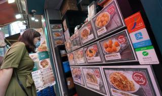 Hong Kong phát phiếu mua hàng 650 USD cho dân